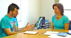 Rachel Anderson, impartiendo una sesión de coaching de inglés
