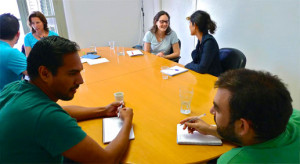Rachel Anderson de Coaching de inglés impartiendo taller trabajo en pareja